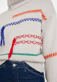 Benetton - MAXI TURTLE NECK JUMPER WITH CONTRAST STITCH DETAILS - Svetr - ivory - 5