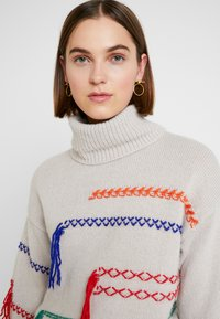 Benetton - MAXI TURTLE NECK JUMPER WITH CONTRAST STITCH DETAILS - Svetr - ivory - 3