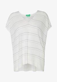 Benetton - V NECK - T-shirts med print - white - 3