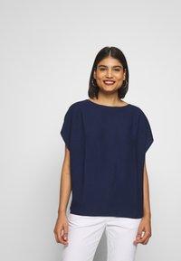Benetton - T-shirt z nadrukiem - navy - 0