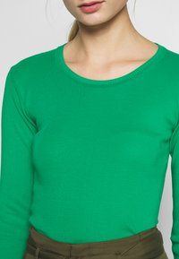 Benetton - Strikkegenser - green - 5
