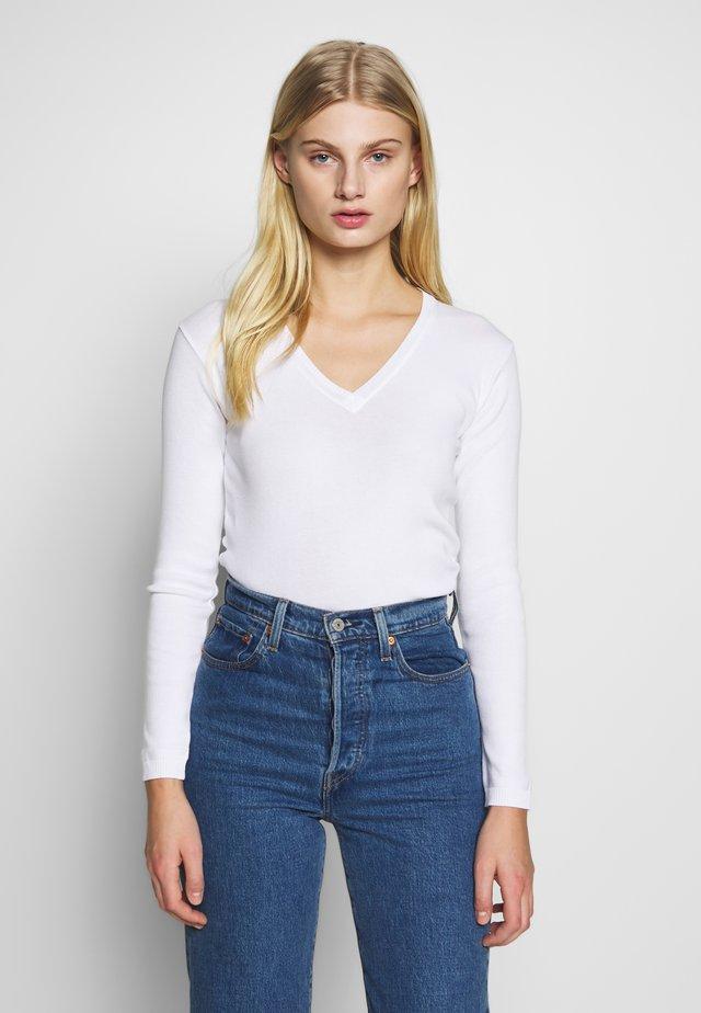 V NECK SWEATER - Jersey de punto - white