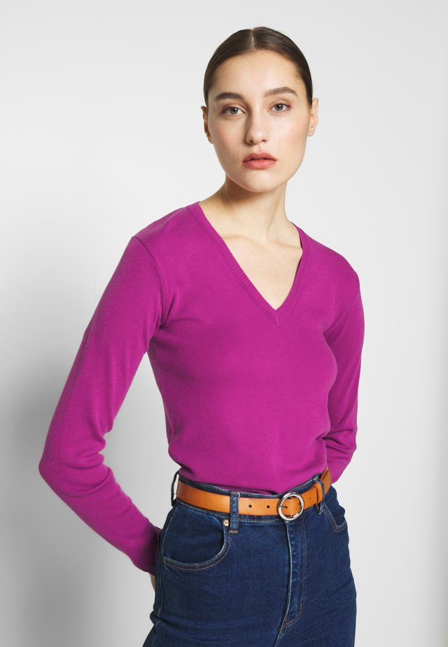 V NECK SWEATER - Stickad tröja - purple
