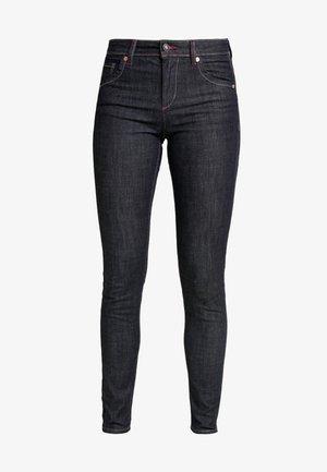 Skinny džíny - raw denim