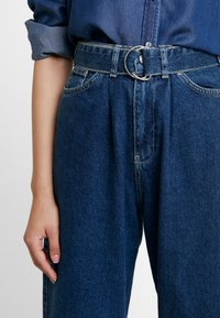 Benetton - PANTS WITH BELT - Relaxed fit jeans - blue - 4