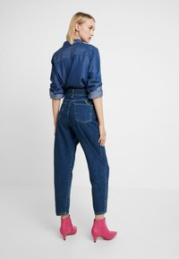 Benetton - PANTS WITH BELT - Relaxed fit jeans - blue - 2