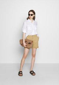 Benetton - BERMUDA - Shorts - beige - 1