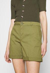 Benetton - BERMUDA - Shorts - khaki - 5