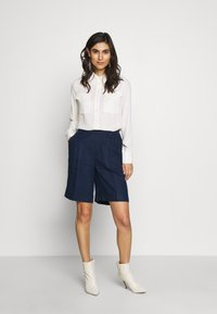 Benetton - BERMUDA - Szorty - navy - 1