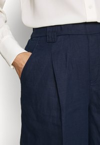 Benetton - BERMUDA - Shorts - navy