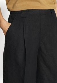 Benetton - BERMUDA - Shorts - black - 4