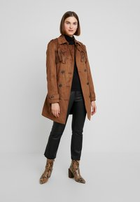 Benetton - TRENCH COAT WITH FRINGES - Prochowiec - brown - 1