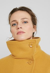 Benetton - COAT - Mantel - mustard - 4