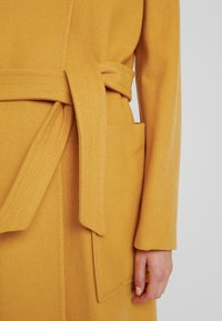 Benetton - COAT - Mantel - mustard - 6