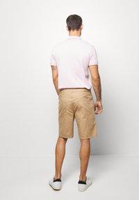 Benetton - BASIC CHINO - Shorts - beige - 2