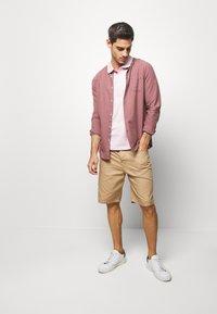 Benetton - BASIC CHINO - Shorts - beige - 1