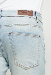 Benetton - SLIM ROLLED UP - Jeans slim fit - washed light denim - 3