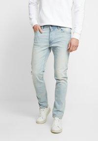 Benetton - SLIM ROLLED UP - Jeans slim fit - washed light denim - 0