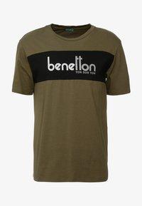 Benetton - T-shirt z nadrukiem - olive - 4
