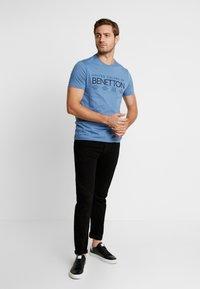 Benetton - T-shirt z nadrukiem - bluegrey - 1