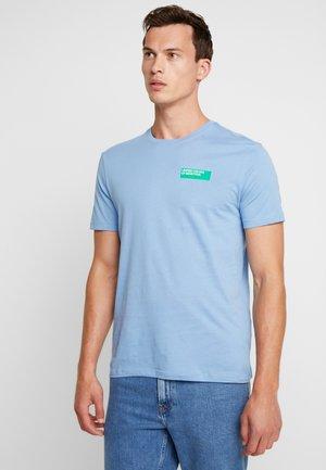 Print T-shirt - sugar paper blue