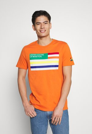 FLAG FRONT - T-shirt z nadrukiem - orange