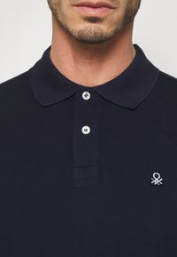 Benetton - REGULAR FIT - Poloshirt - dark blue - 4
