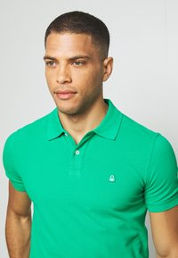 Benetton - REGULAR FIT - Polotričko - green benetton - 3