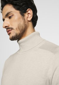 Benetton - ROLL NECK - Strikkegenser - light beige - 3