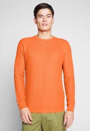 STRUKTUR - Stickad tröja - orange