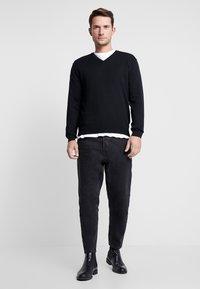 Benetton - V NECK - Stickad tröja - black - 1