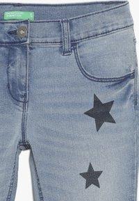 Benetton - TROUSERS - Jeans Slim Fit - light blue - 3