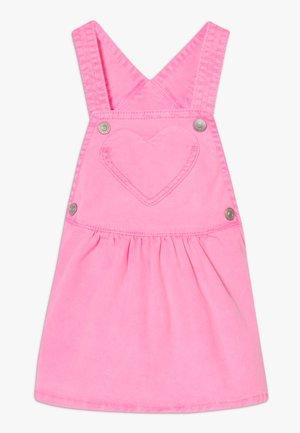 SKIRT DUNGAREE - Robe en jean - pink