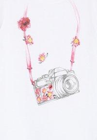 Benetton - Triko spotiskem - white/pink - 3