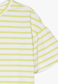 Benetton - Camiseta estampada - yellow - 3