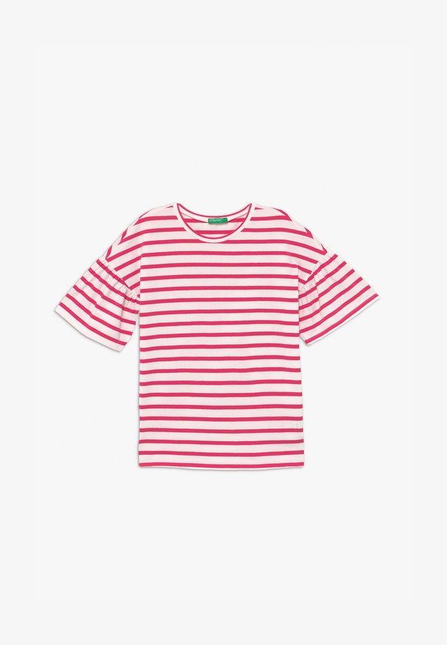 T-shirts print - red/white