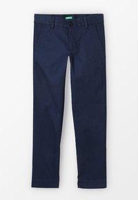 Benetton - TROUSERS - Chino kalhoty - dark blue - 0