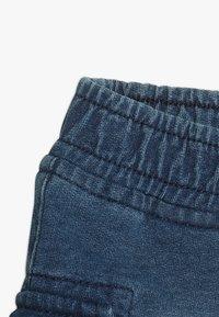 Benetton - SHORTS - Pantalones deportivos - blue denim - 2