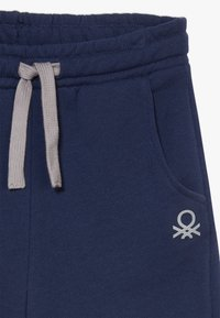 Benetton - BERMUDA - Shorts - dark blue - 3