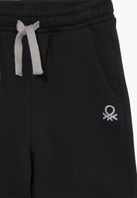 Benetton - BERMUDA - Short - black - 3