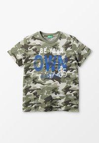 Benetton - T-shirt z nadrukiem - khaki - 0