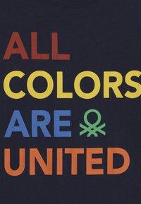 Benetton - Camiseta estampada - dark blue - 4