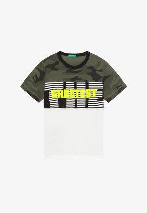 T-shirt con stampa - white/khaki
