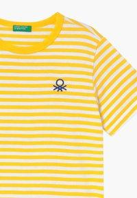 Benetton - T-shirt z nadrukiem - yellow - 3