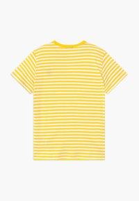Benetton - T-shirt z nadrukiem - yellow - 1