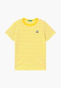 Benetton - T-shirt z nadrukiem - yellow - 0