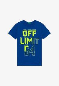 Benetton - T-shirt con stampa - blue/neon yellow - 2