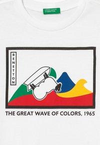 Benetton - Camiseta estampada - white - 3