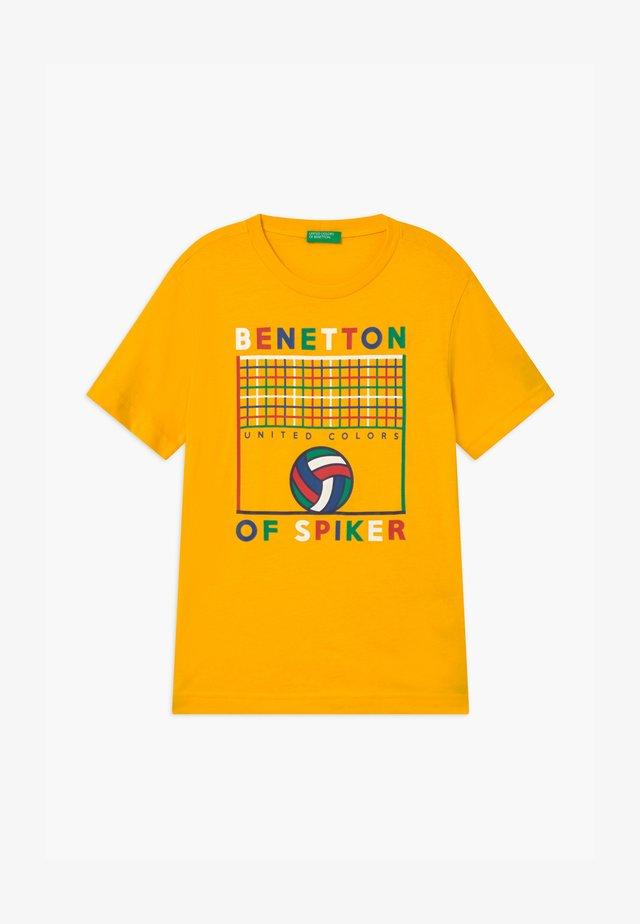BASIC BOY - T-shirt z nadrukiem - yellow