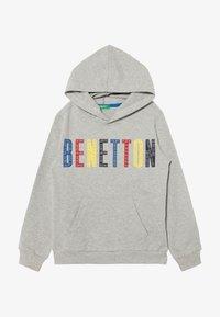 Benetton - HOOD - Bluza z kapturem - grey/red/yellow - 2